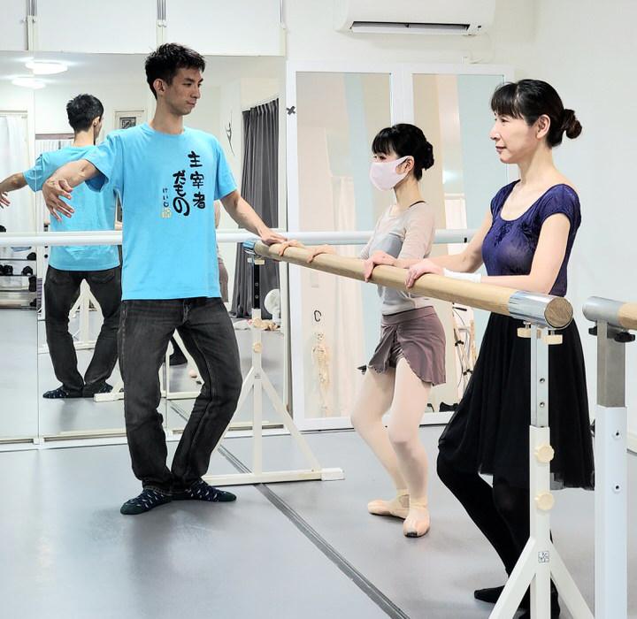 大人バレエアカデミーの入門クラス